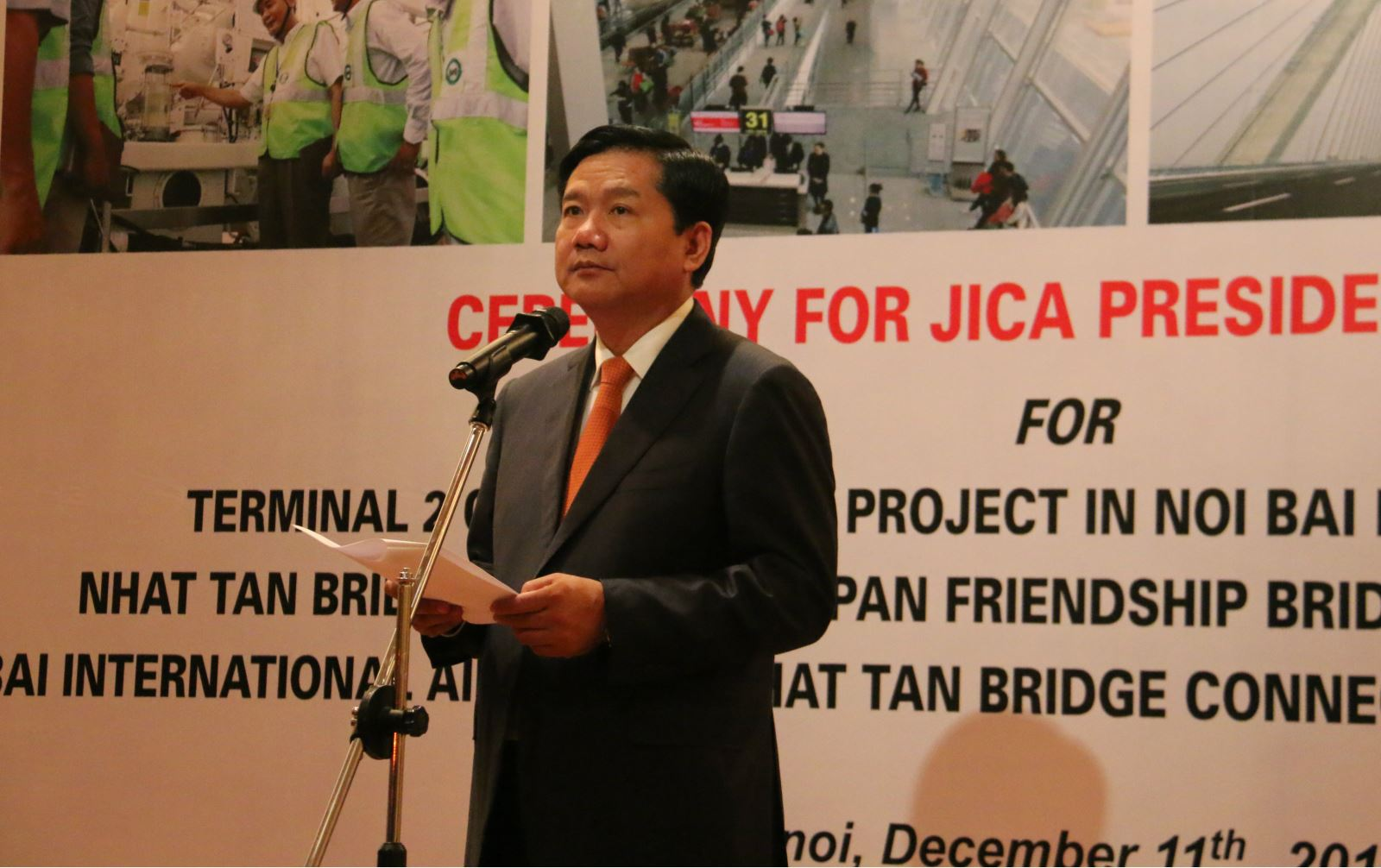 Bộ trưởng Đinh La Thăng biểu dương những đóng góp tích cực, sự hợp tác chặt chẽ, nhiệt thành để của các đơn vị để hoàn thành cụm công trình này